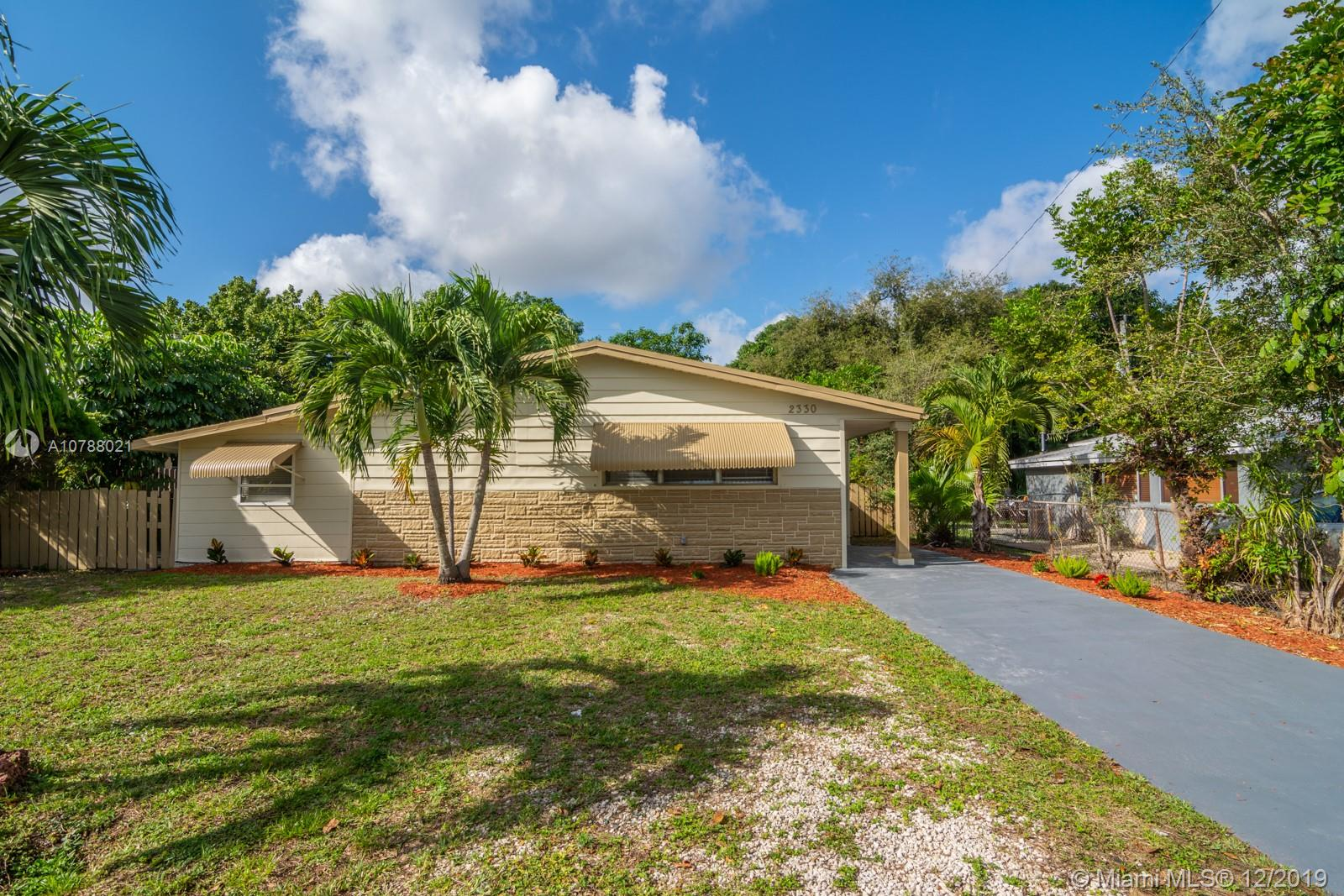 2330 N 61st Ave  For Sale A10788021, FL