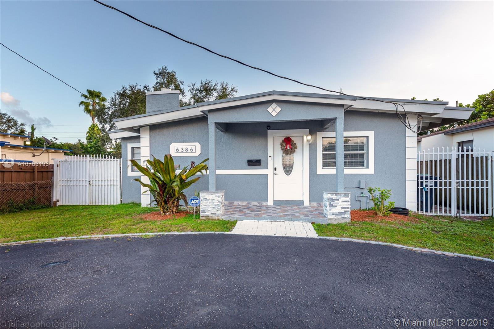 6386 SW 24th St  For Sale A10788193, FL