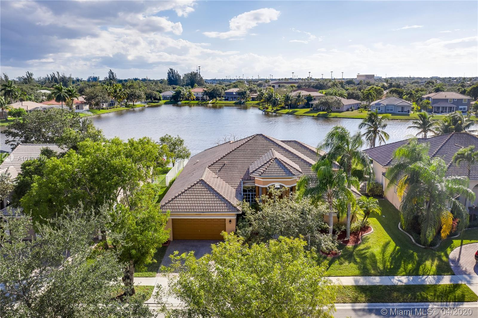 "DESIRABLE ""MONTEREY"" MODEL ON ONE OF THE MOST BEAUTIFUL LAKEFRONT LOTS IN MAJESTIC BAY IN SOUGHT AFTER PEMBROKE FALLS** BEAUTIFUL OPEN & SPACIOUS LAYOUT W/ 3 WAY SPLIT PLAN, FEATURING 4 BEDS PLUS A DEN/OFFICE AND 3 BATHROOMS ** UPGRADED KITCHEN W/ WOODEN CABINETS, SS APPLIANCES & GRANITE COUNTERTOPS** UNIQUE EXTENDED BREAKFAST NOOK W/ BAY WINDOWS OVERLOOKING WATER VIEWS** ELEGANT MARBLE FLOORING THROUGHOUT LIVING AREAS**MASTER SUITE W/ LARGE MASTER BATH** EXTENDED PATIO W/ HUGE LOT AND PLENTY OF ROOM FOR A POOL**LARGER FRONT WINDOWS**ACCORDION SHUTTERS** ""EVERYTHING YOU NEED"" GATED COMMUNITY W/ STATE OF THE ART REC CENTER, POOL, TENNIS COURTS, CLUBHOUSE & MORE* COMMUNITY OFFERS NATURAL GAS TO ITS RESIDENTS**VIRTUAL SHOWINGS AVAILABLE. PLEASE CONTACT LISTING AGENT FOR AN APPOINTMENT.**"