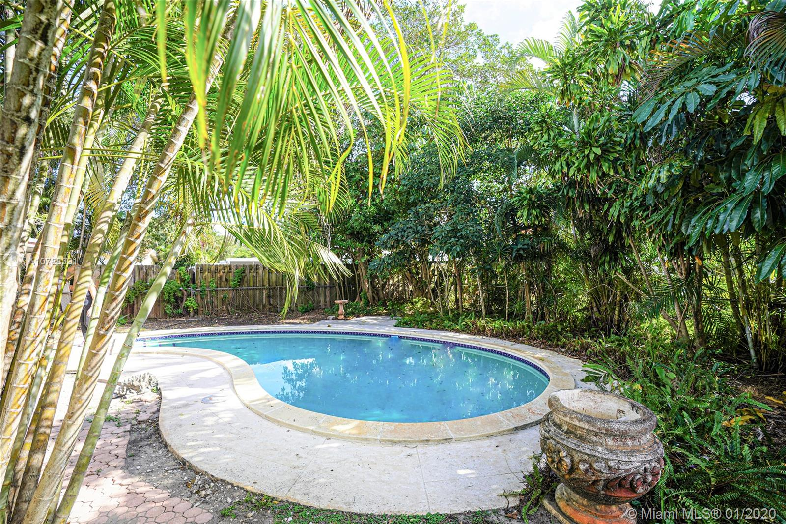6610  Pershing St  For Sale A10788391, FL