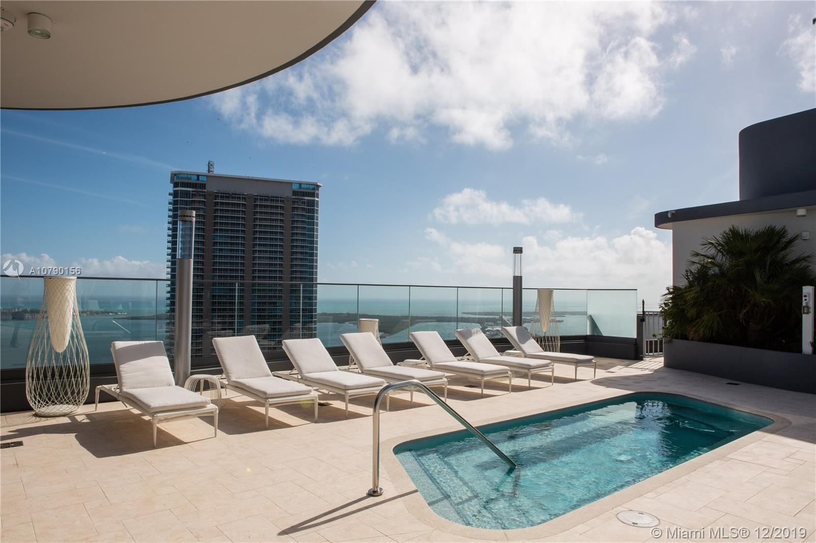 UNIQUE UNIT: SUNRISE AND SUNSET VIEWS! Live in paradise!