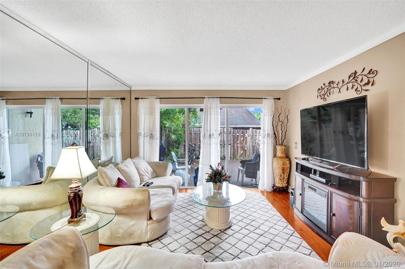 2634 N 38th Ave  For Sale A10790178, FL