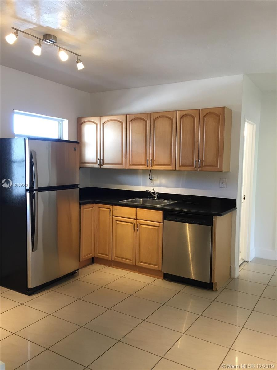 1300  Lincoln Rd #D204 For Sale A10789040, FL