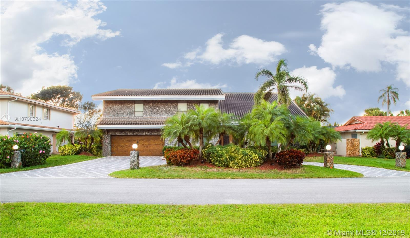 451 W Lake Dasha Dr, Plantation, FL 33324