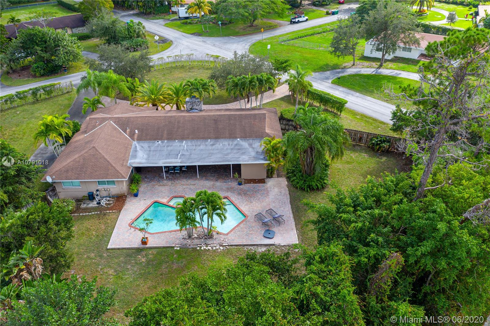 9680 SW 96th Ct  For Sale A10791018, FL