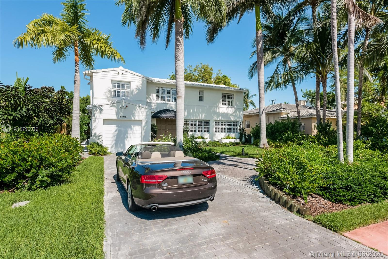 1585  Bay Dr  For Sale A10792039, FL