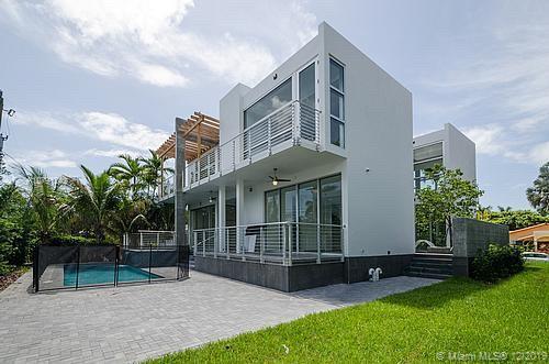 155  Hampton Ln  For Sale A10791242, FL