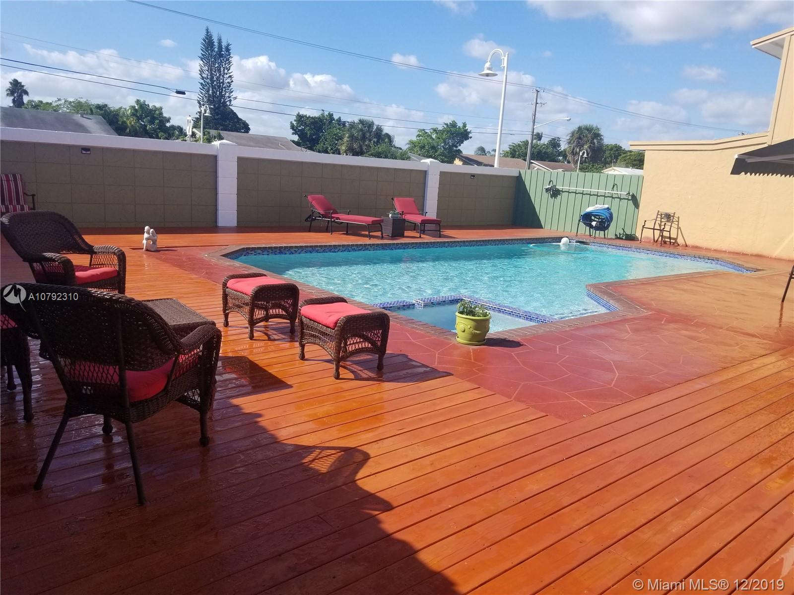 714 SW 80th Ter, North Lauderdale, FL 33068