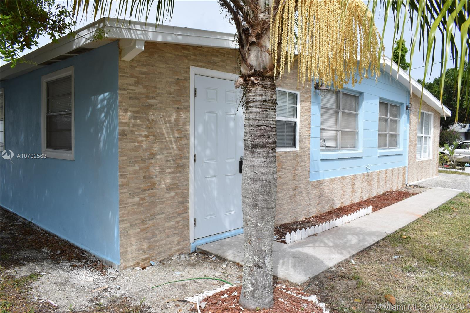 195 S huntley  For Sale A10792563, FL