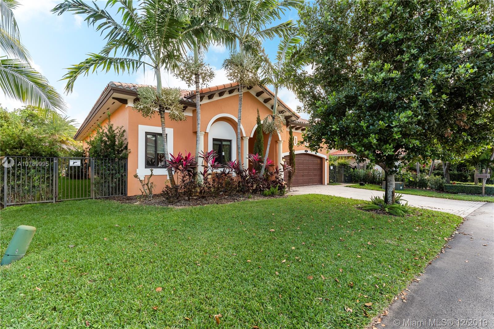 7736 SW 193rd Ln  For Sale A10789995, FL