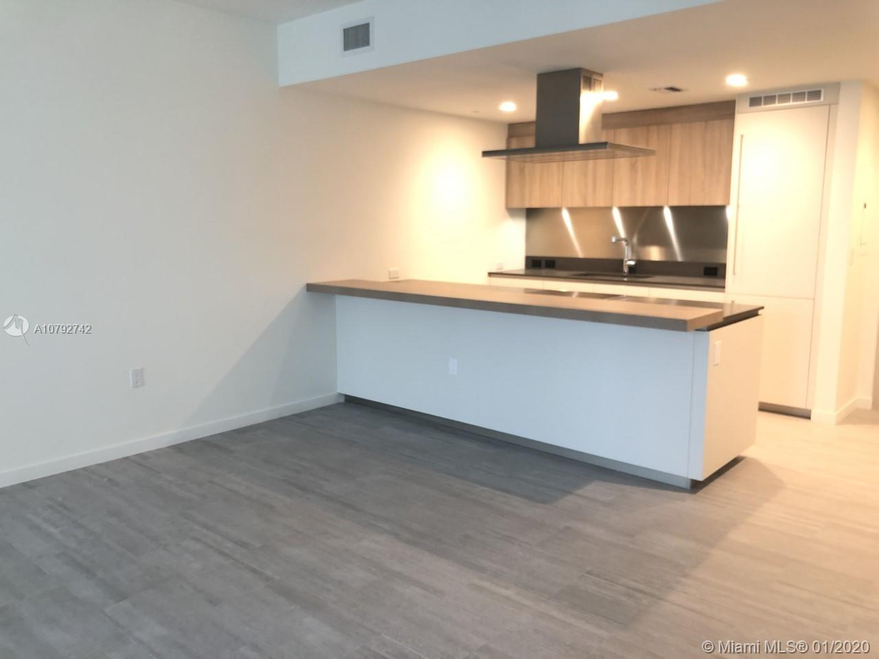 LUXURY BRAND NEW 1 BED 1.5 BATH AT BRICKELL FLATIRON, SPECTACULAR PANORAMIC VIEWS, ITALIAN FLOORS, SNAIDERO KITCHEN CABINETS, WOLF APPLIANCES, FIVE START AMENITIES INCLUDED: FITNESS CENTER, ROOF TOP 65 FLOOR POOL, RESTAURANT, CONCIERGE, CIGAR ROOM AND MORE... BEST PRICE!! VACANT AND VERY EASY TO SHOW!!