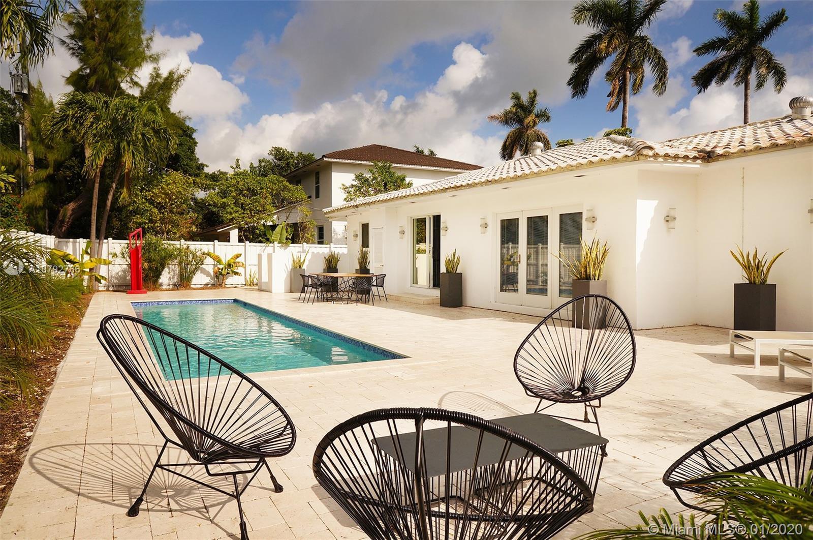 7620  Beachview Dr  For Sale A10792766, FL