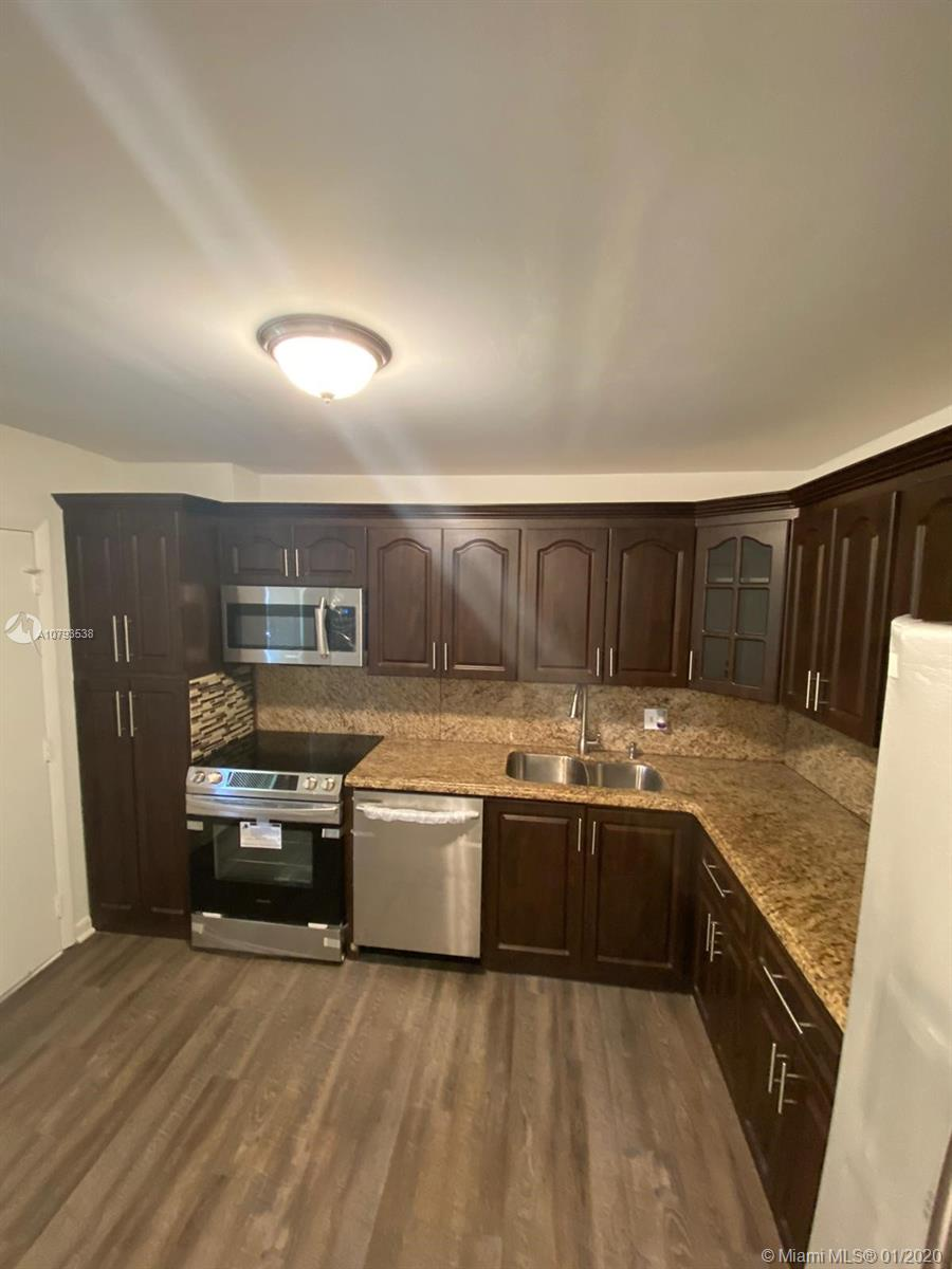 Beautiful apartment in a great location just remodelated with new kitchen, appliances, floors and much more if you see it you will fall in love with the property.