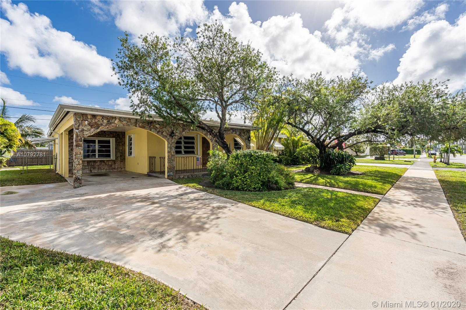 5301 SW 117th Ave  For Sale A10792781, FL