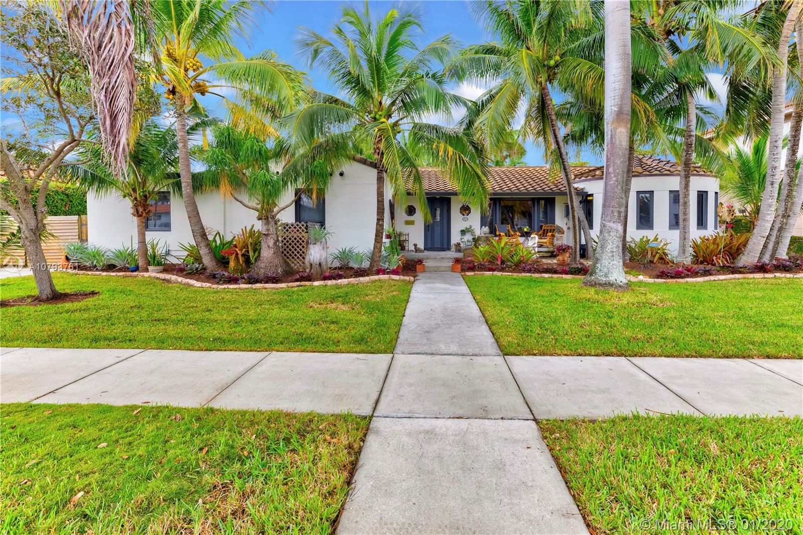 810  Tyler St  For Sale A10793761, FL