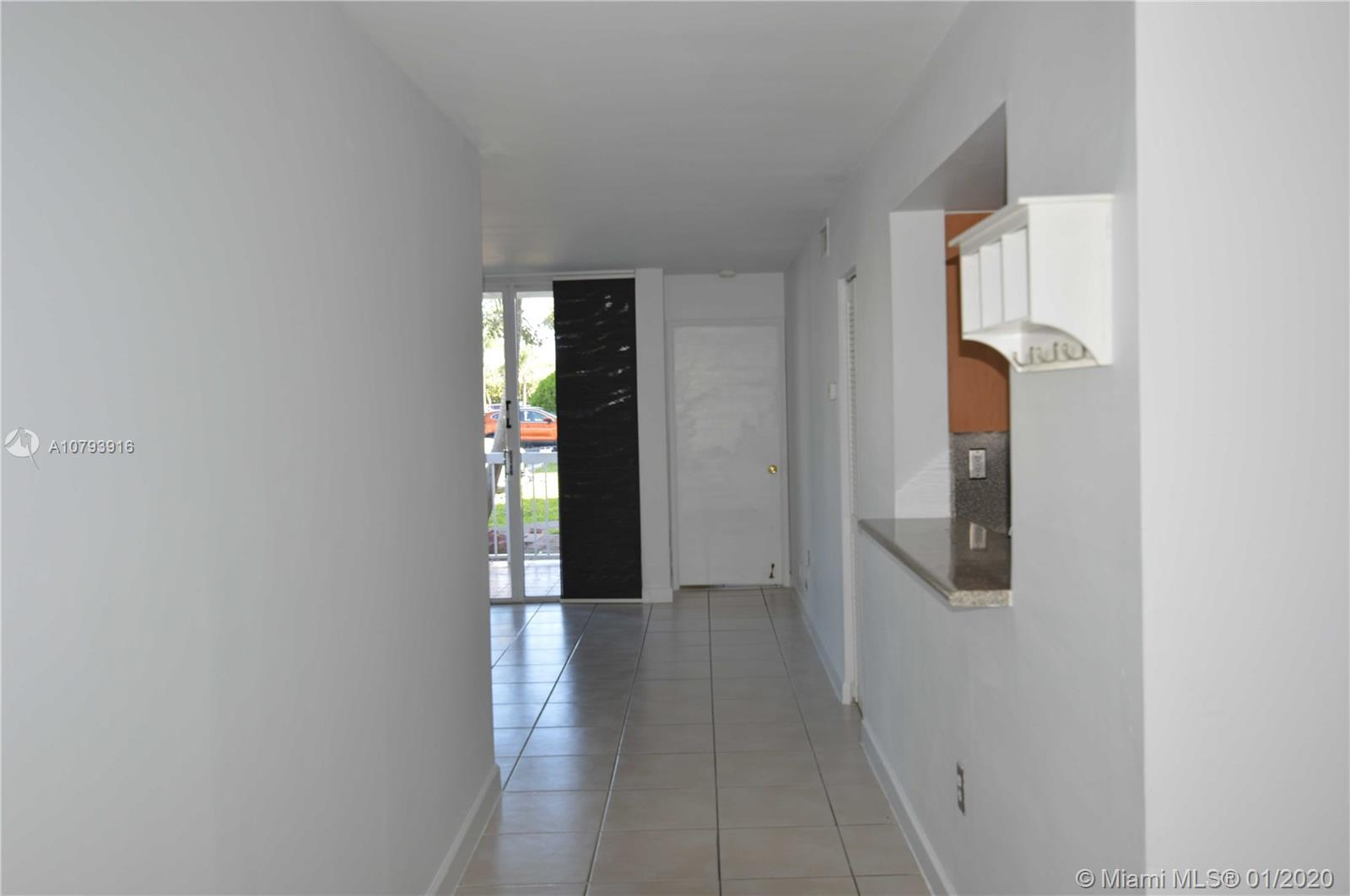 Beautiful condo, Great location, Spacious, ceramic floors, fully renovate, plus room (Den) could be a second bedroom, community has all services . Close to I-75, 836, Palmetto, Shopping centers, restaurants, parks, Dolphin Mall e International Mall.Ask for a showing.