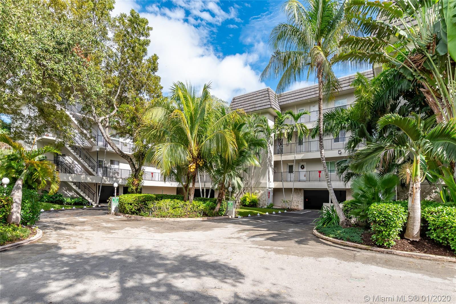 6815  Edgewater Dr #102 For Sale A10791137, FL