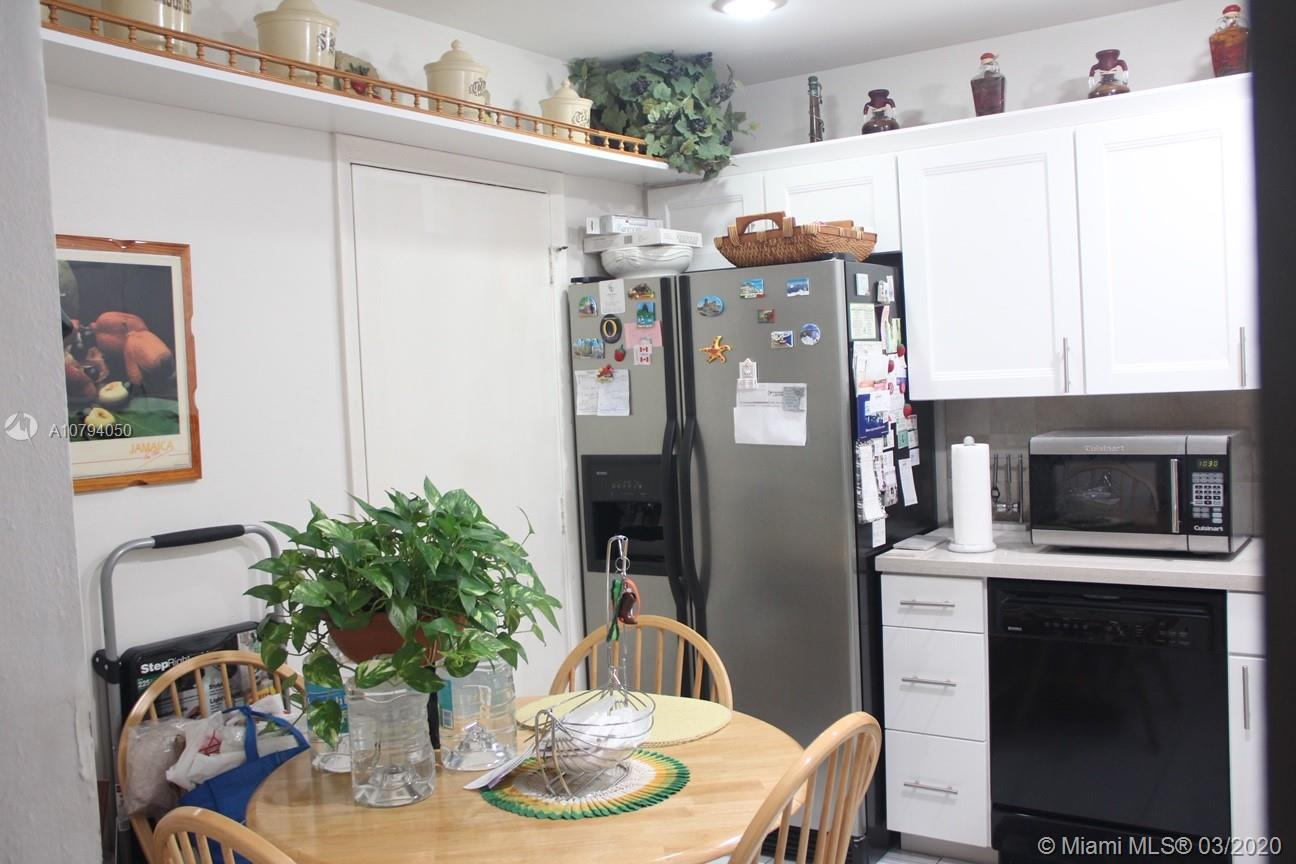 3 bedroom condo for an affordable price. 24 hour guard gate. End unit, ground floor with screened patio. Neat and clean. The square footage of this unit makes for comfortable living. Large living and family room area for a great living space.