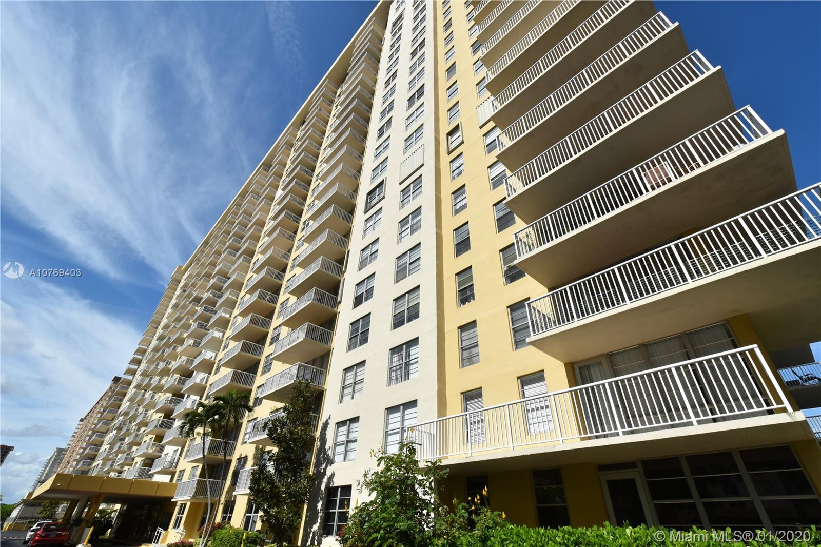 231  174th St #L07 For Sale A10769403, FL