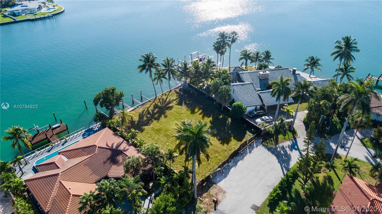 7401  Beachview Dr  For Sale A10794923, FL