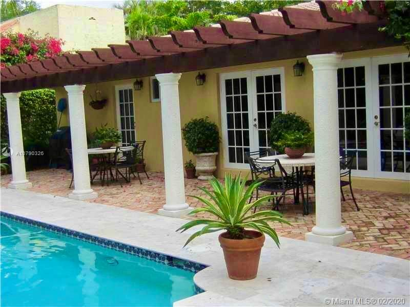 2110  Alhambra Cir  For Sale A10790326, FL