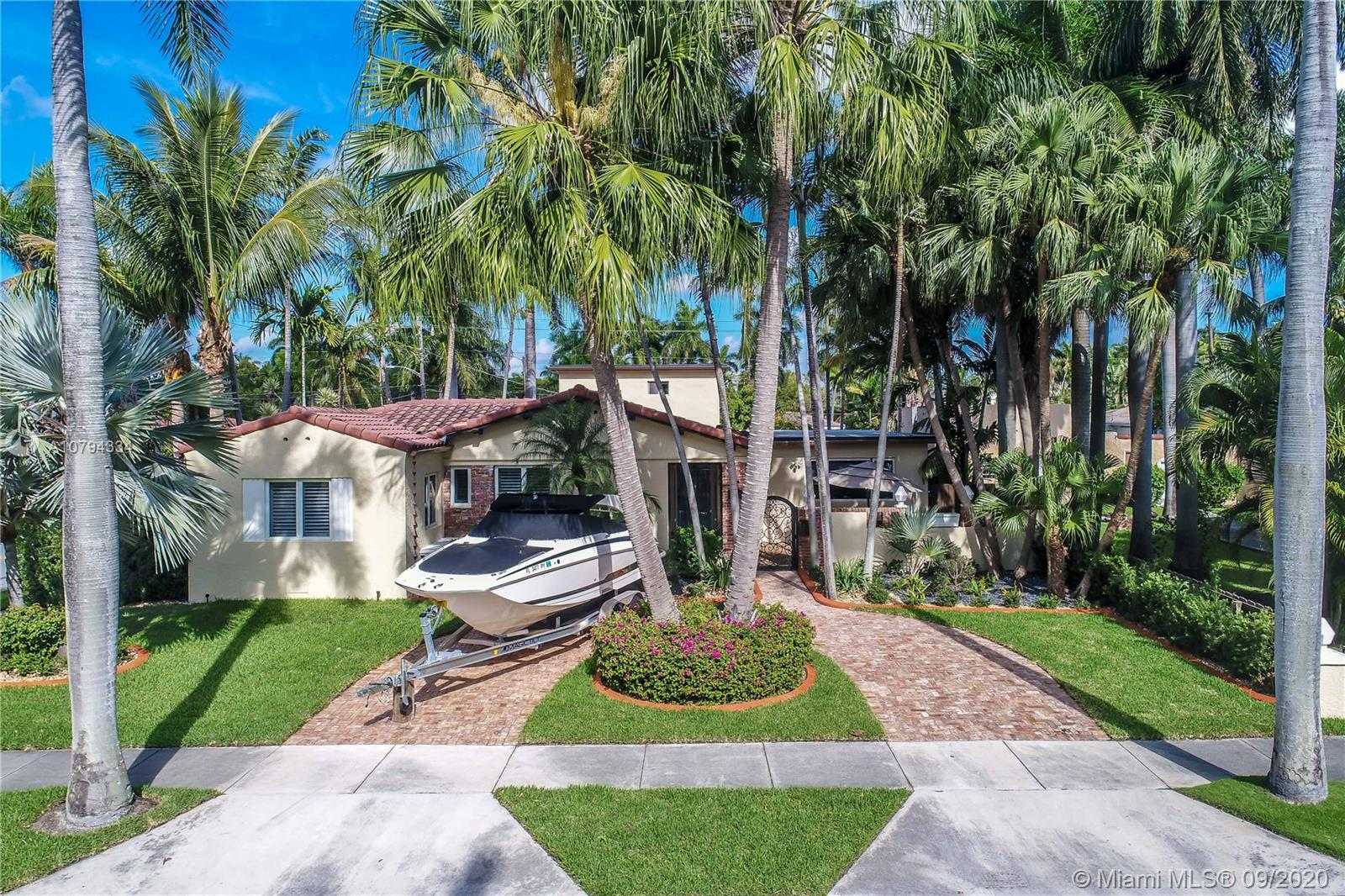 1079  Tyler St  For Sale A10794334, FL