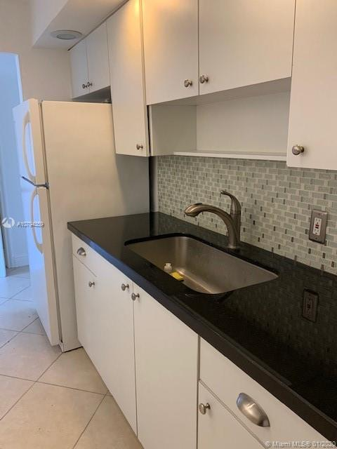 1305 W 53rd St #426 For Sale A10794359, FL