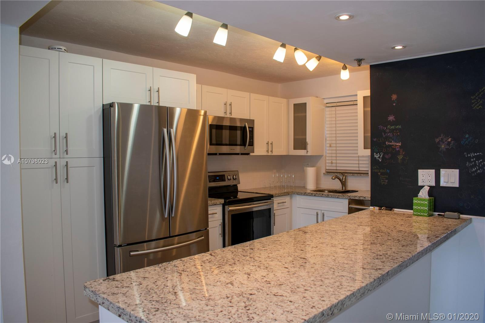 3001 W Rolling Hills Cir #101 For Sale A10796023, FL