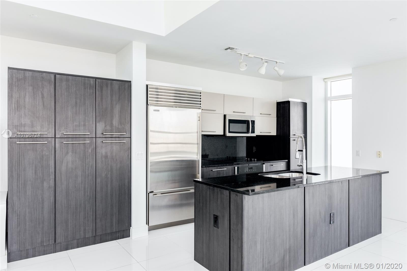 950  Brickell Bay Dr #PH5504 For Sale A10795724, FL
