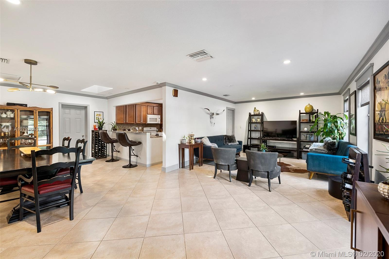 942  Johnson St  For Sale A10797040, FL
