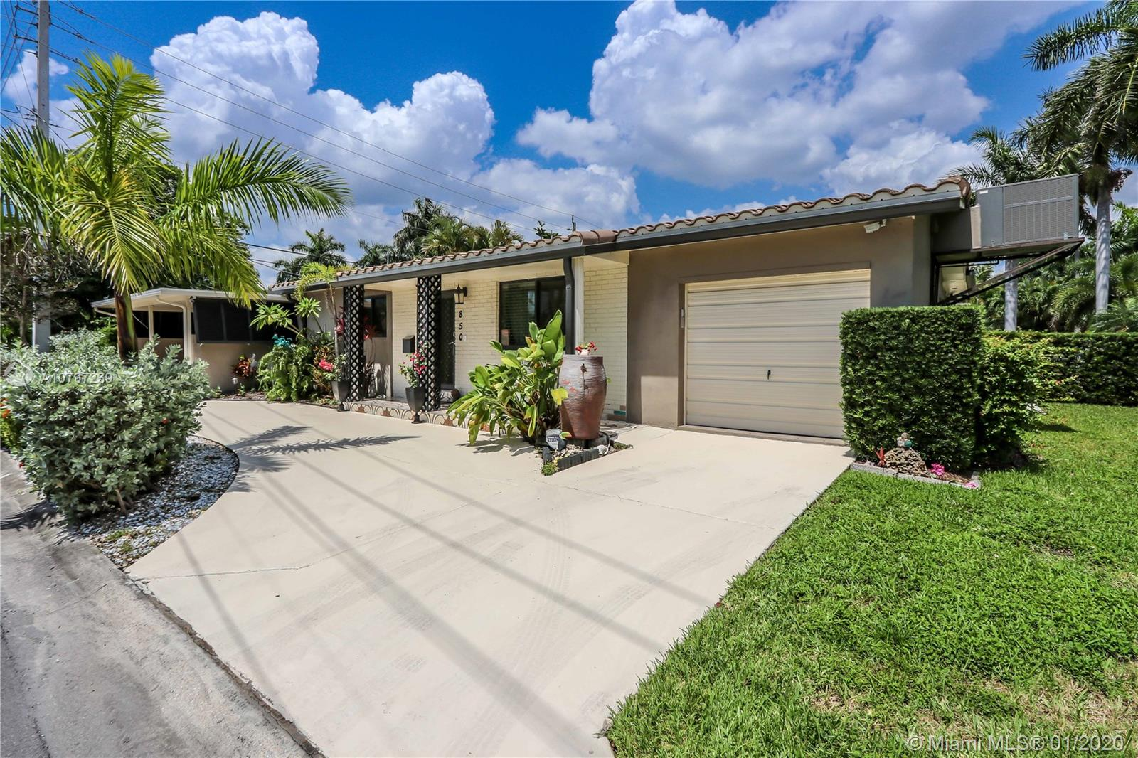 850 N 10th Ave  For Sale A10797239, FL