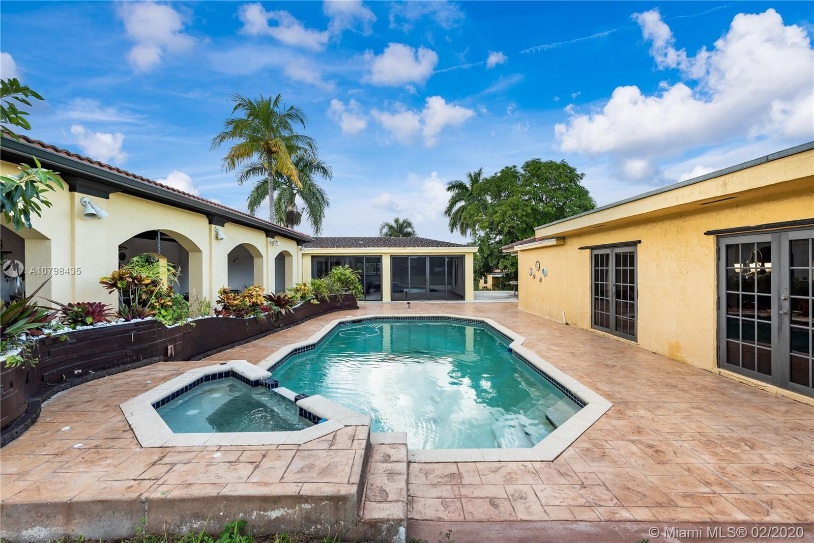 6211 SW 161st Ave  For Sale A10798435, FL