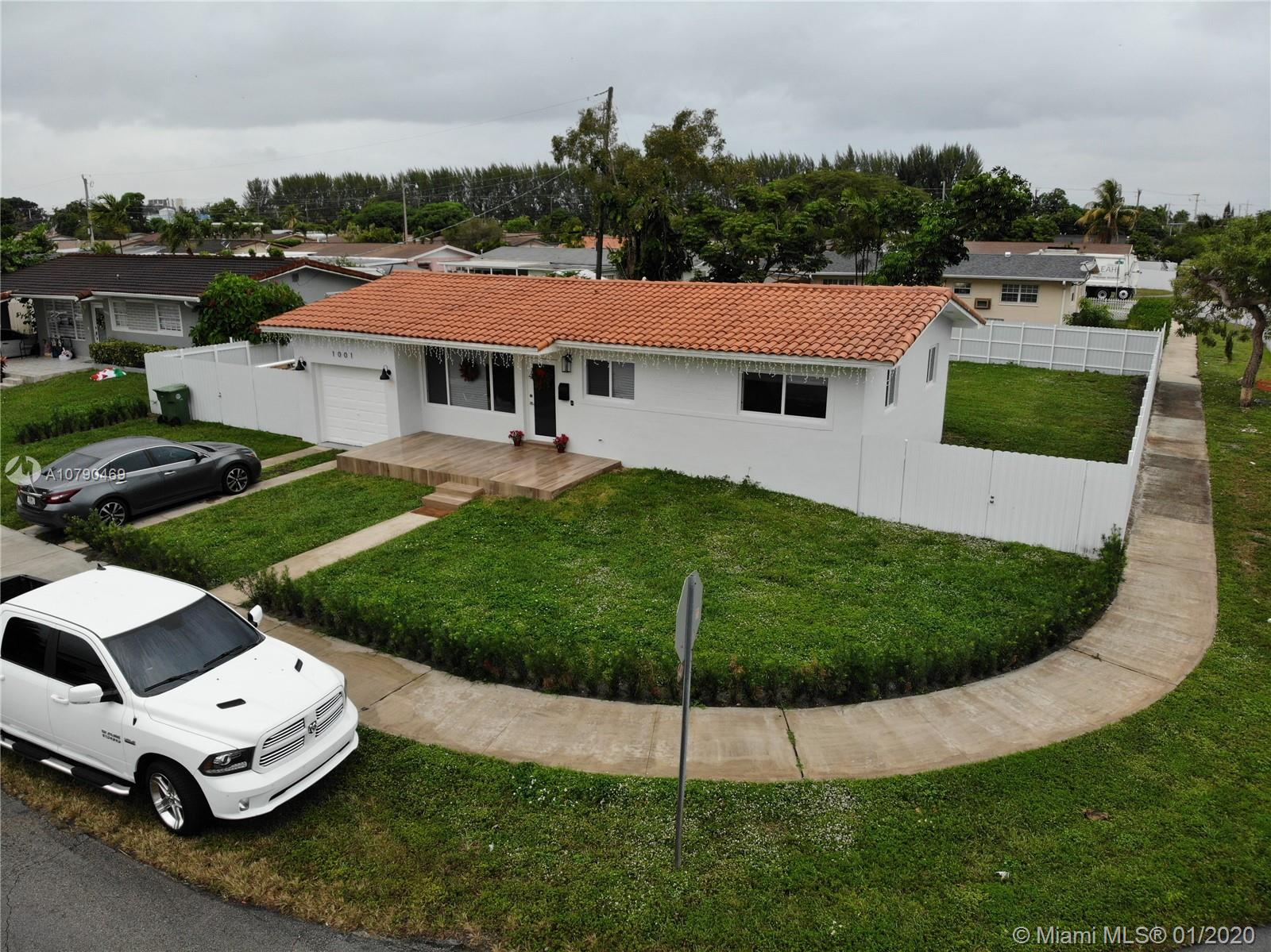 1001 W 45th Pl  For Sale A10790469, FL