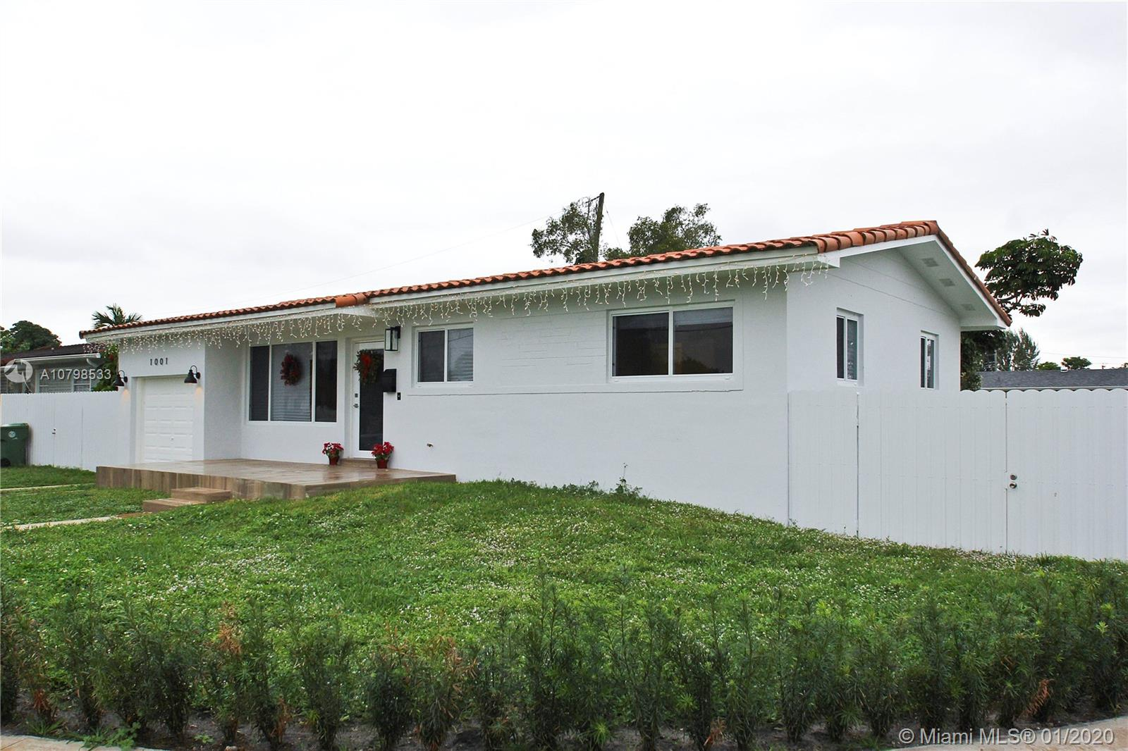1001 W 45th Pl  For Sale A10798533, FL