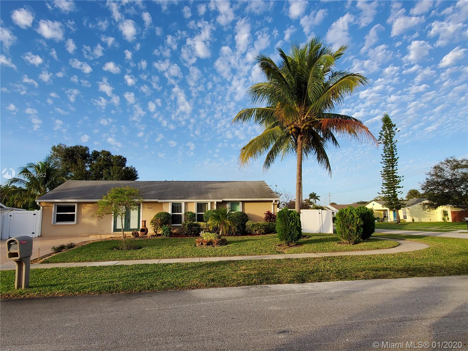 10067 Yeoman Ln, Royal Palm Beach, FL 33411