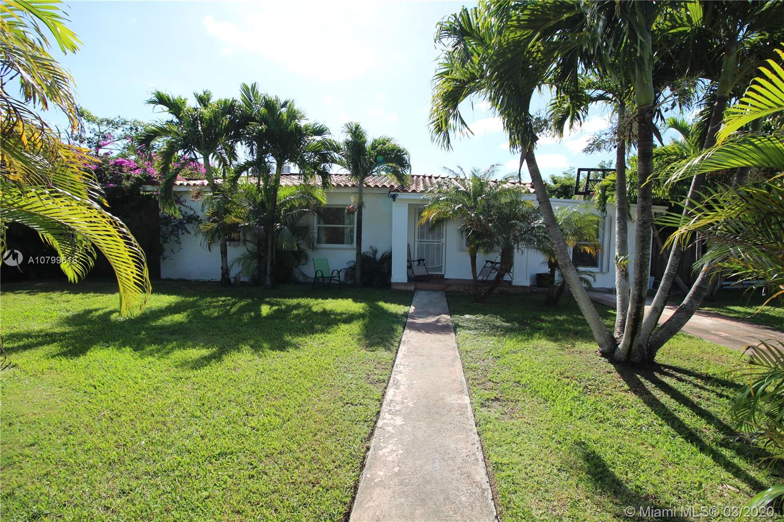7370 SW 30th Ter  For Sale A10799618, FL