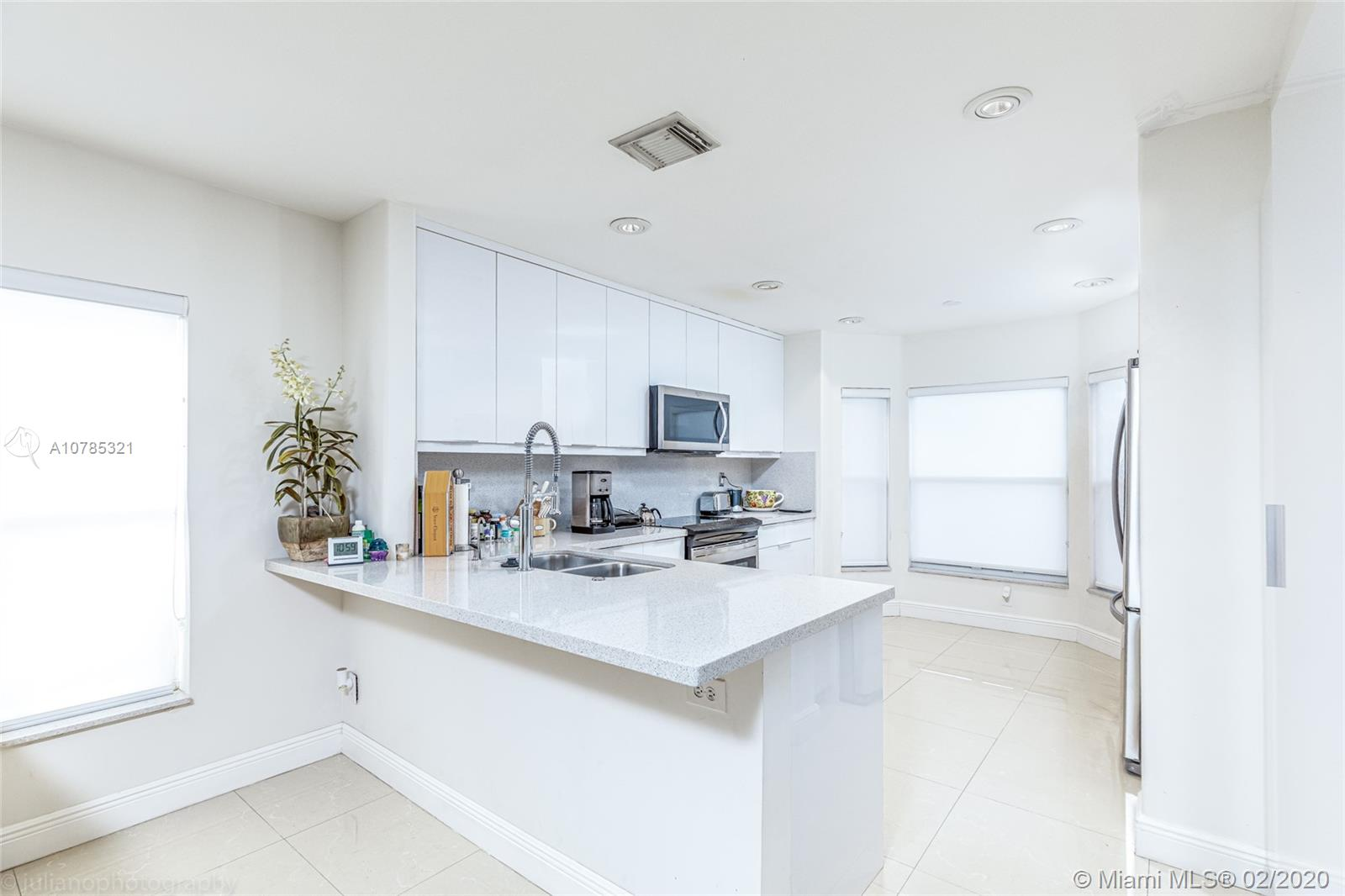 4913 SW 32nd Way  For Sale A10785321, FL