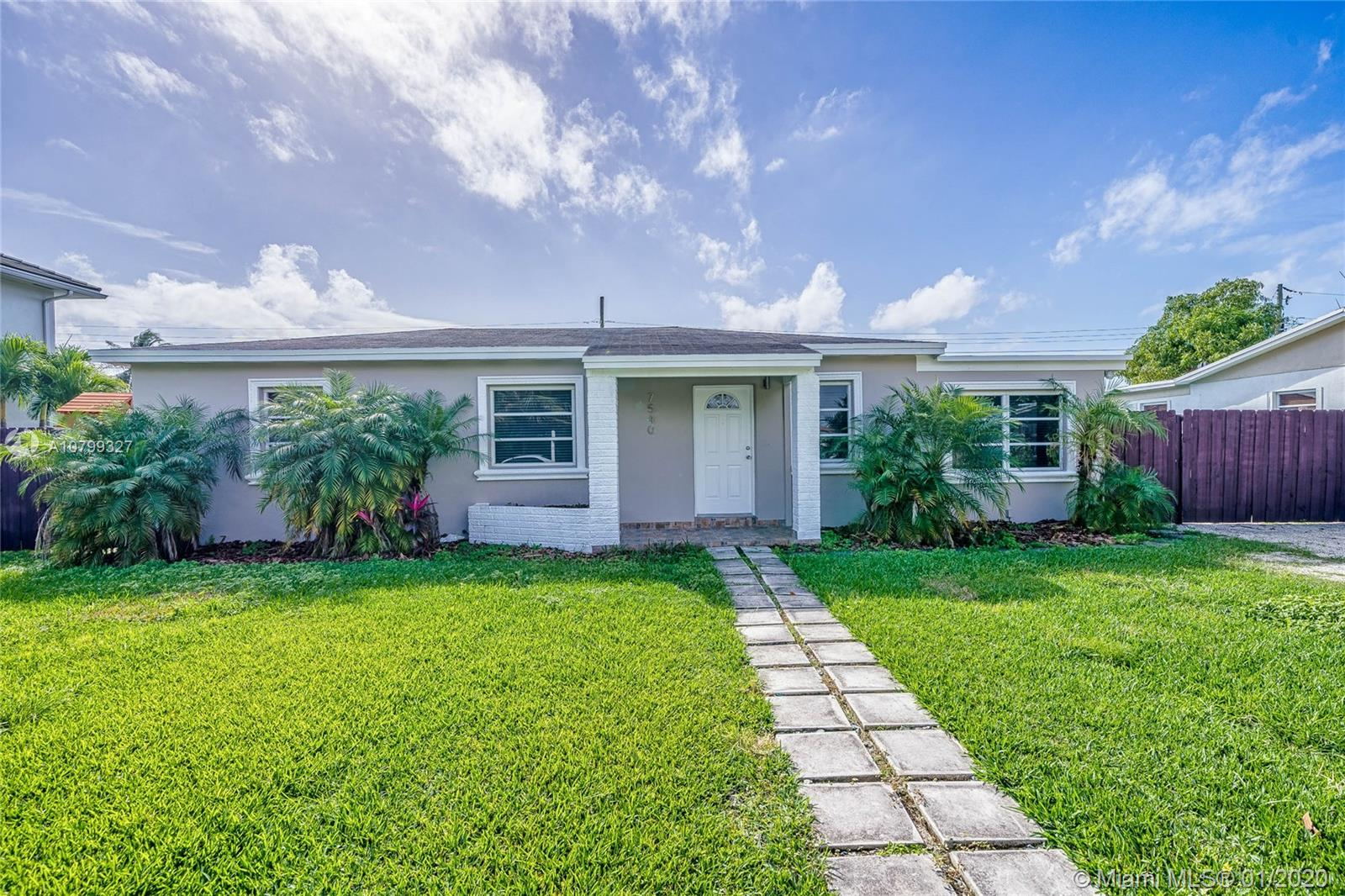 7540 SW 28th St  For Sale A10799327, FL