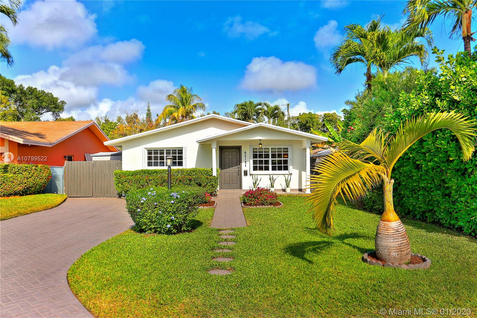 6215 SW 59th St  For Sale A10799522, FL