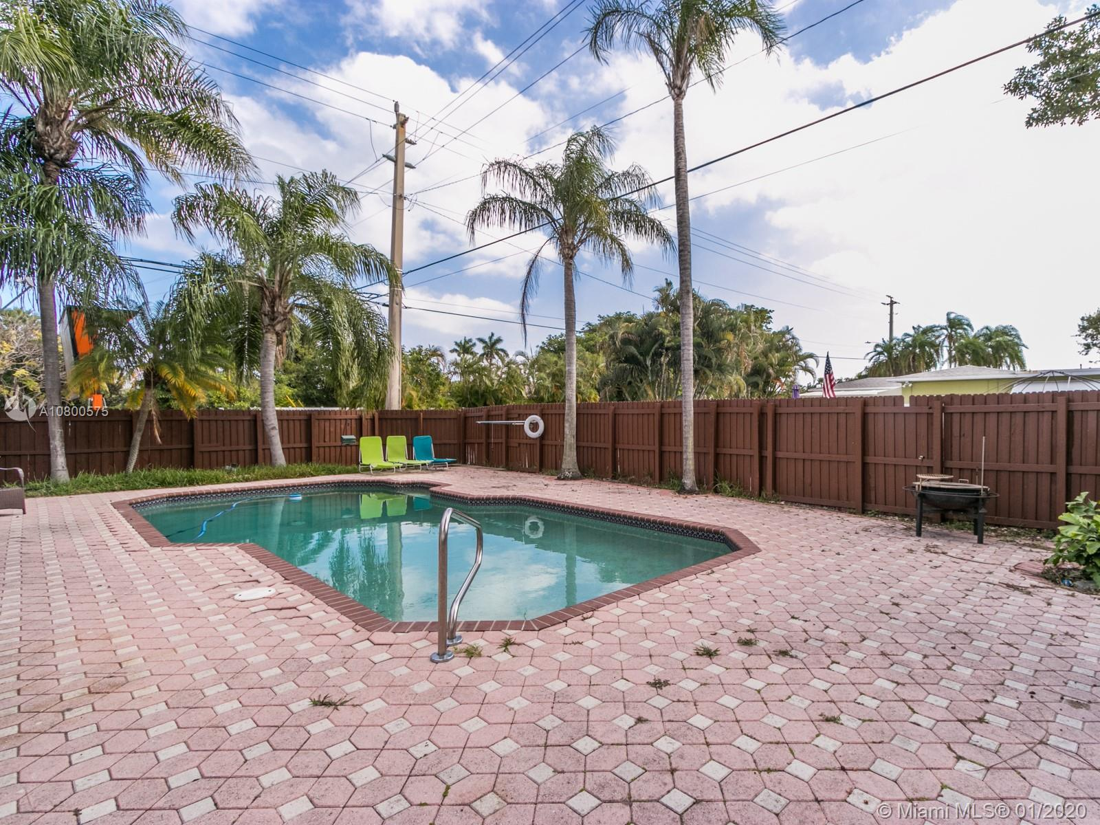 1110 S 14th Ave  For Sale A10800575, FL