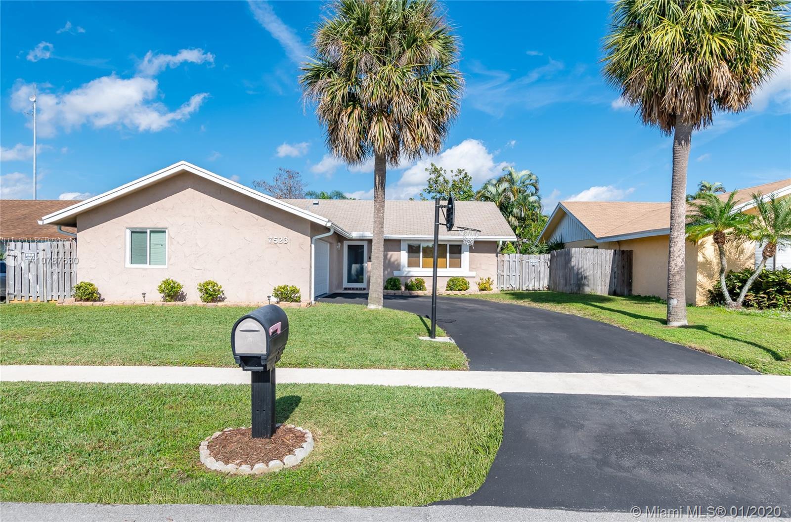 7523 SW 6th St, North Lauderdale, FL 33068