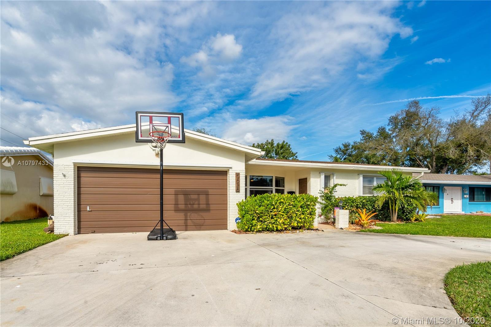 5515  Mckinley St  For Sale A10797433, FL