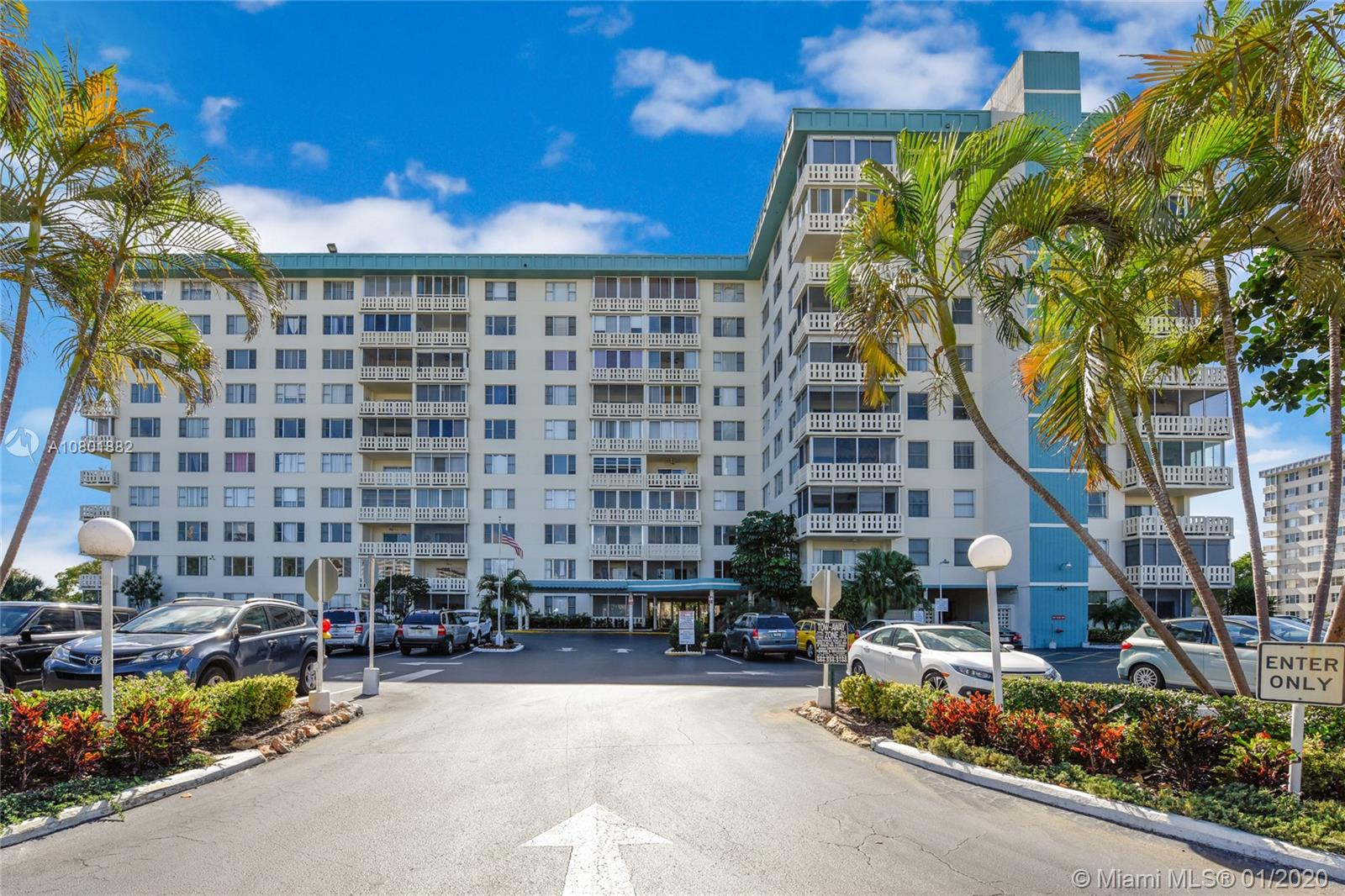 4330  Hillcrest Dr #419 For Sale A10801882, FL