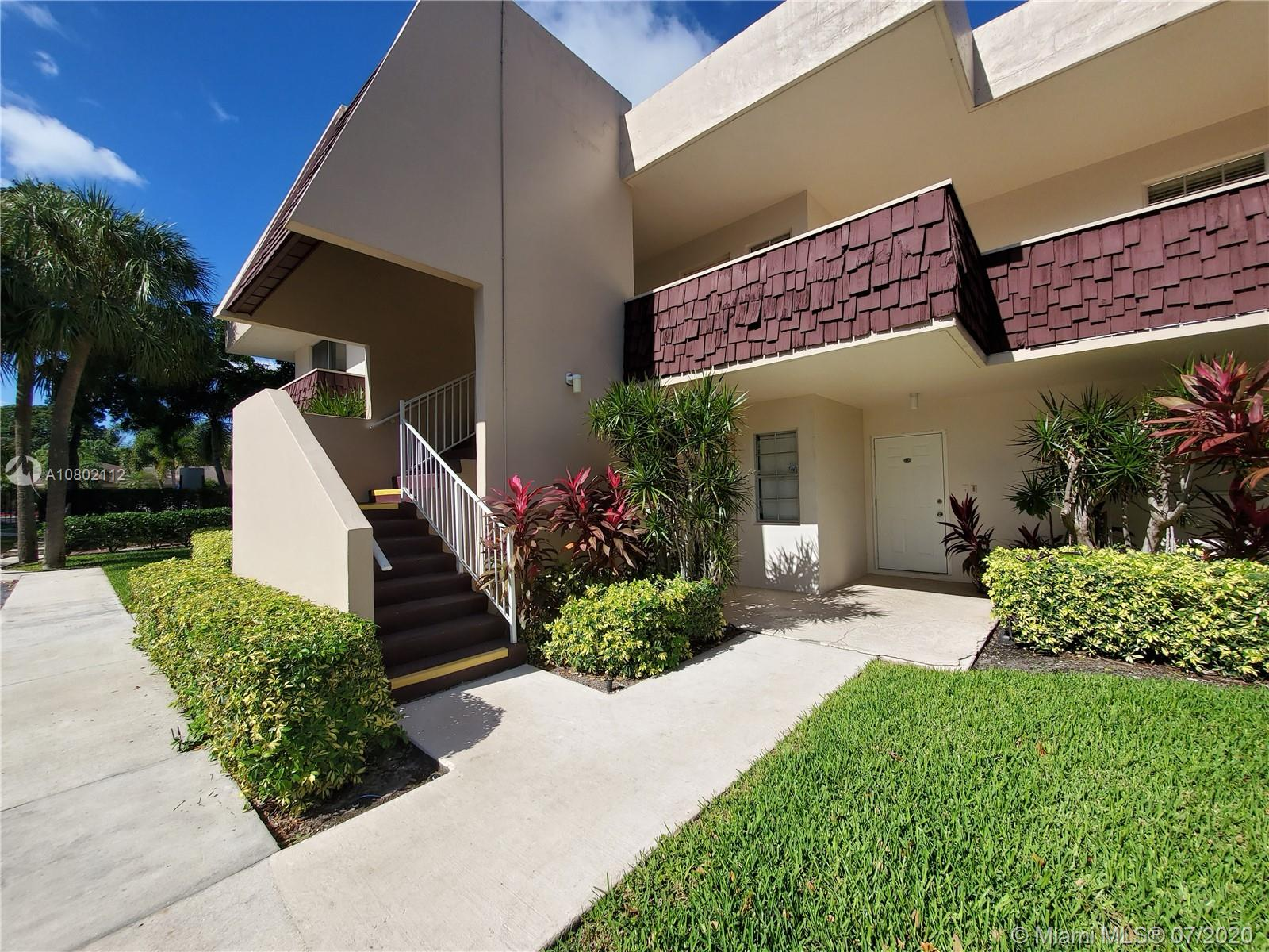 """MOVE-IN READY ON A 2nd FLOOR CORNER UNIT.PRICED TO SELL. APPRAISAL VALUE IS $ 206,000.00.STUNNING VIEWS ON A GOLF. JUST STEPS AWAY FROM THE POOL. PLENTY OF PARKING.ALL BRAND NEW S/S APPLIANCES """"SAMSUNG"""".NO AGE RESTICTION. WASHER AND DRYER IN THE UNIT.ASSOCIATION REQUIRES 20% DOWN."""