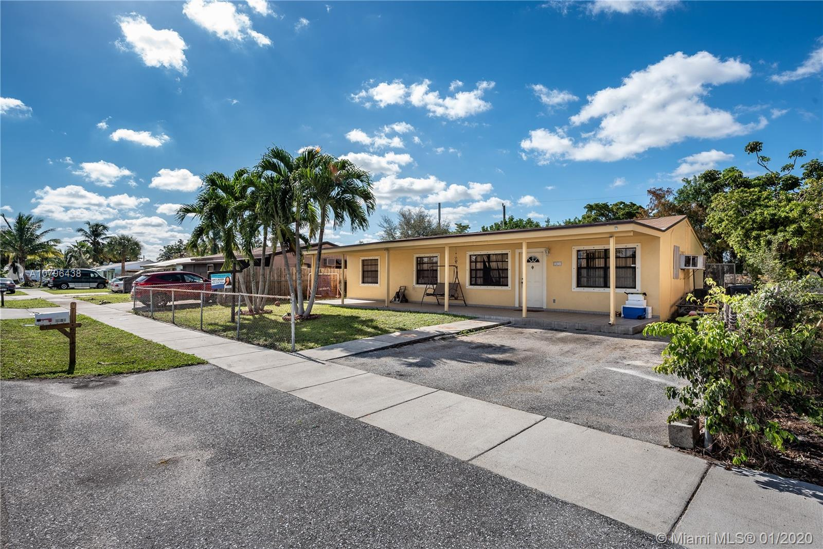 1401 SW 49th Ter  For Sale A10796438, FL