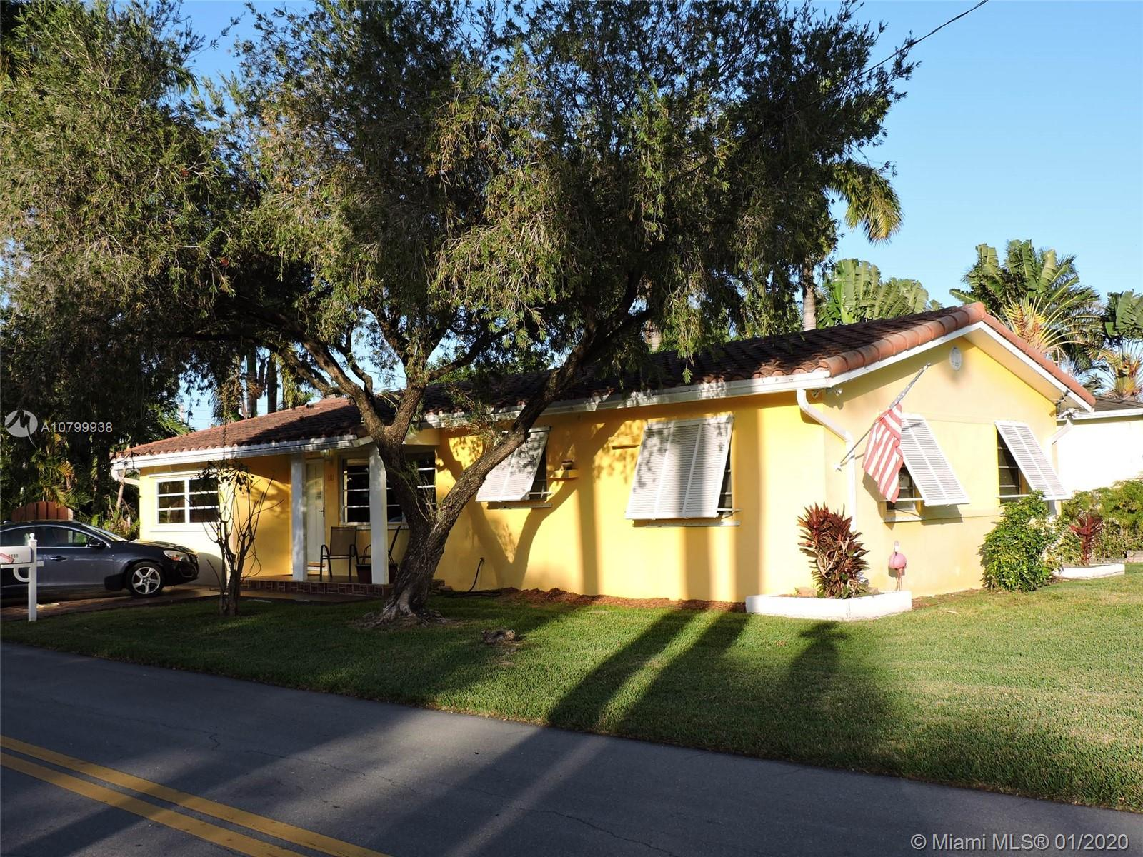 1111 N 15th Ct  For Sale A10799938, FL