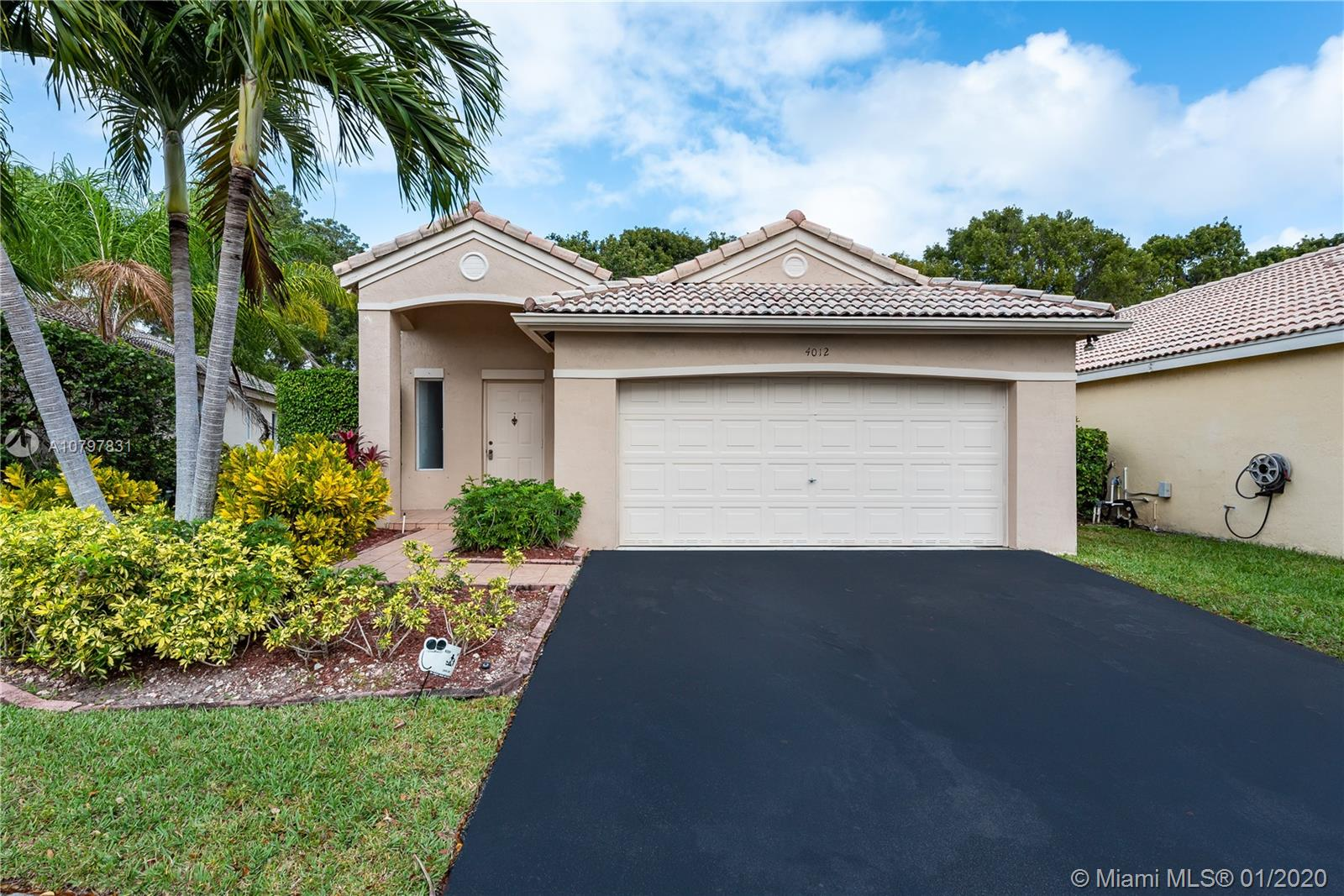 4012  Pine Ridge Ln  For Sale A10797831, FL