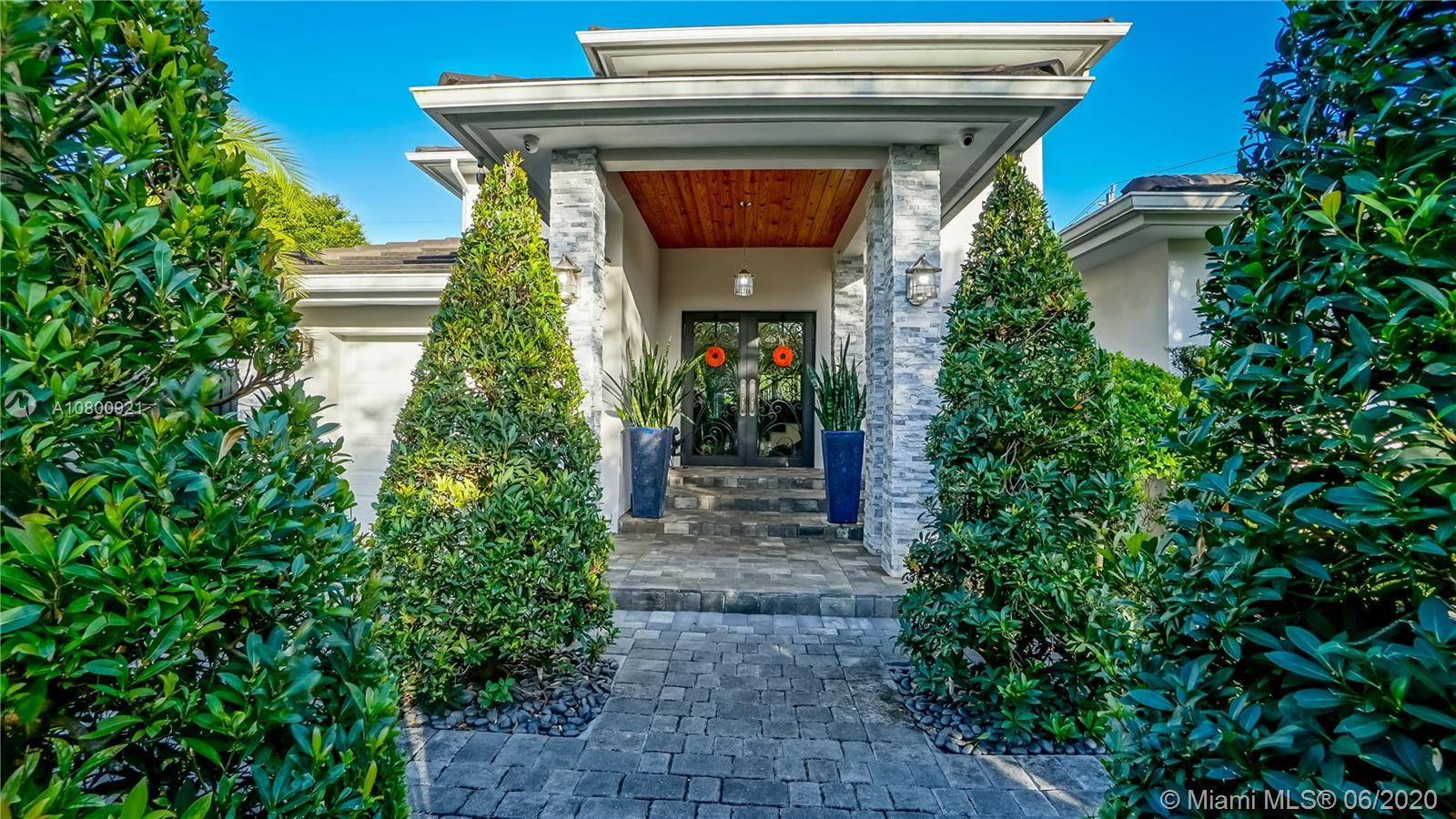 3735 SW 60th Ct  For Sale A10800921, FL