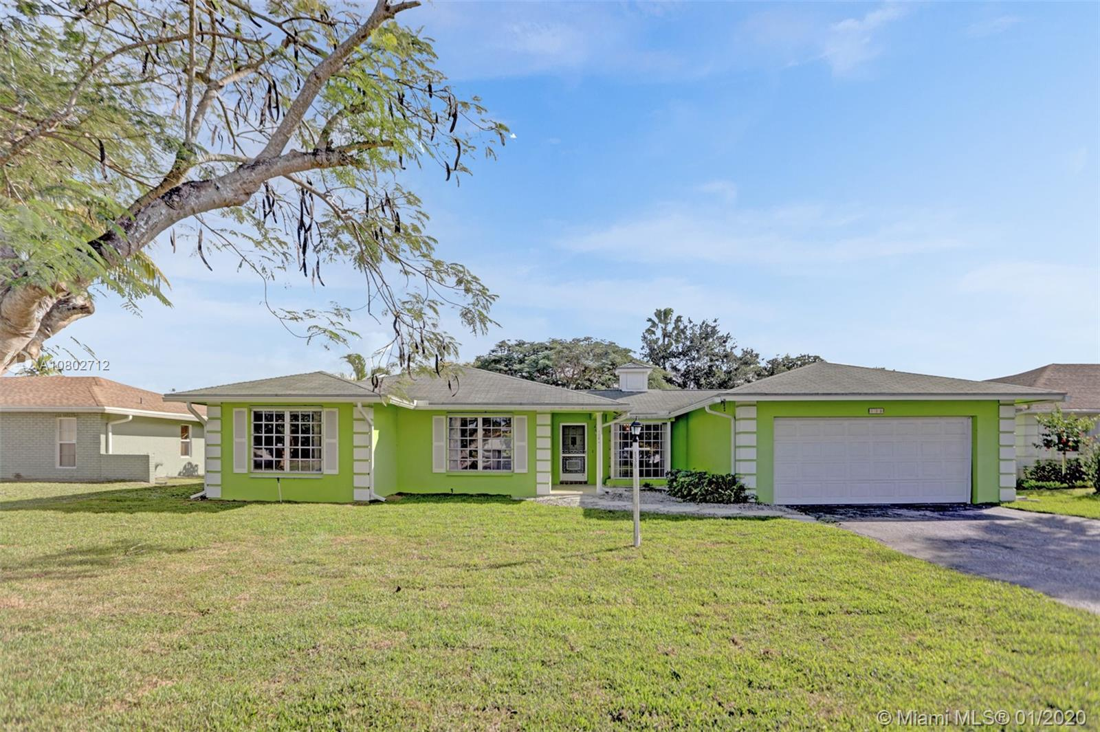 138 Meadowlark Dr, Royal Palm Beach, FL 33411