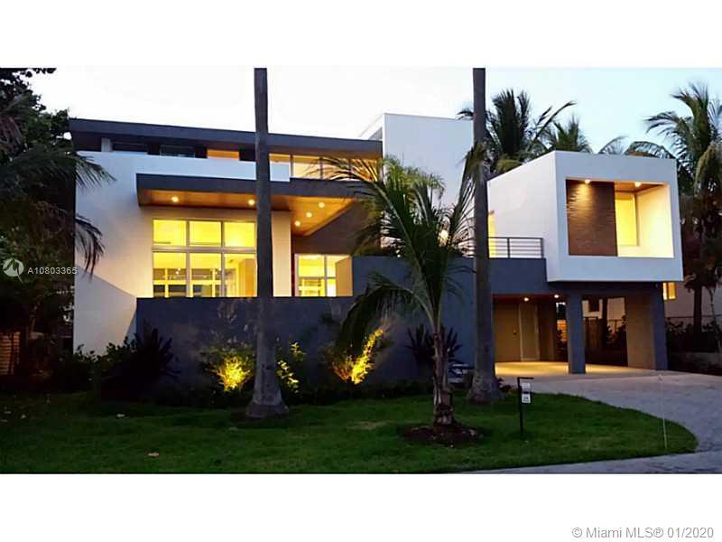 125  Hampton Ln  For Sale A10803365, FL